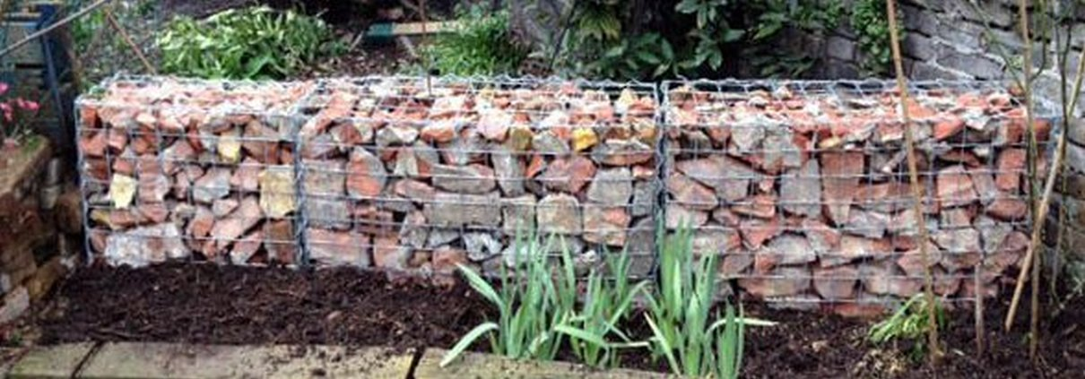 Gabion landscaping stone wall ideas gabion1 uk for Rock wall garden designs