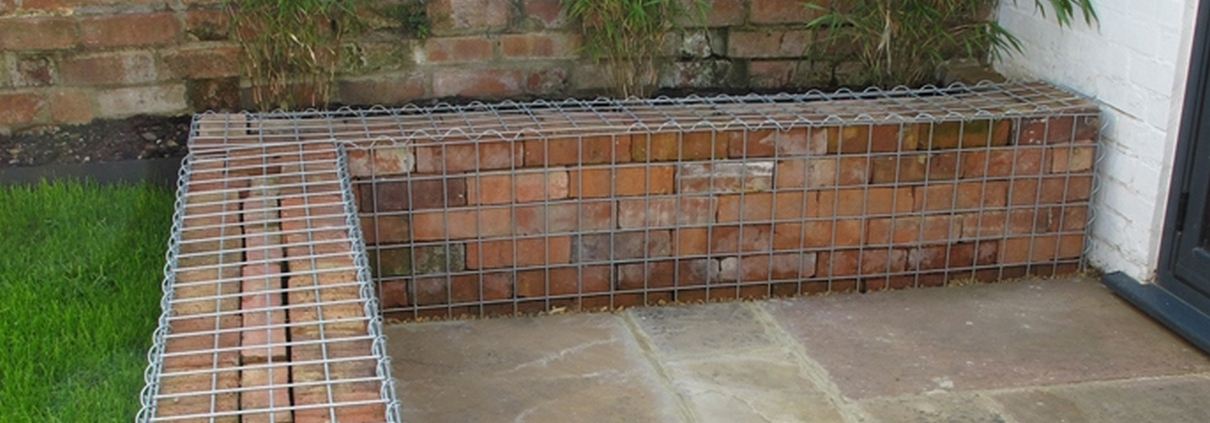 Retaining wall ideas garden wall design construction uk for Designs for brick garden walls